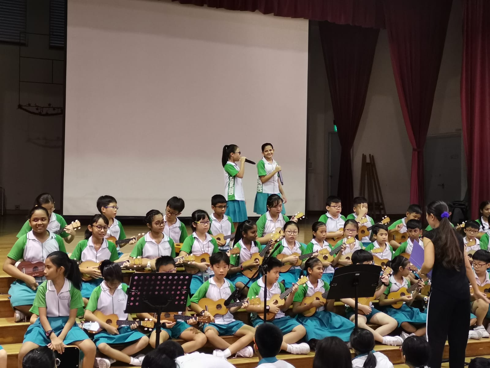 1. Primary 4 class performing the Fight Song on Ukulele.JPG